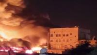 الدفاع المدني يخمد حريقا في محل مفروشات جنوبي صنعاء