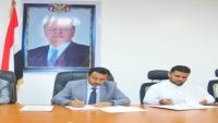"""""""بن عديو"""" يوقع عقد إنشاء ميناء تجاري جديد في شبوة"""