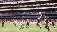 من داخل الملعب.. أبرز ضحايا مارادونا يسردون قصة لقطة تحدّت الفيزياء