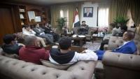 سفير اليمن لدى مصر يلتقي الصحفيين المفرج عنهم مؤخرا