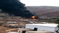اندلاع حريق هائل في أكبر مخازن البترول بمديرية المواسط جنوب شرقي تعز