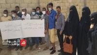 عدن.. وقفة لأطباء مركز العزل لمصابي كورونا للمطالبة بصرف مستحقاتهم المعلقة منذ أشهر