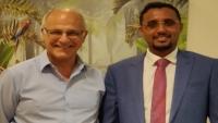 """""""آرون"""" يناقش مع مسؤول يمني إعادة الاستقرار للحديدة وحل مشكلة خزان صافر"""