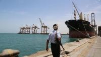 الحكومة تسمح بدخول سفن وقود إلى ميناء الحديدة