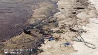 غرق سفينة نفطية تتبع العيسي قبالة ميناء عدن والنقل تقر استدعاء مسؤول الشركة