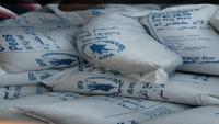 """جماعة الحوثي تتهم """"برنامج الغذاء"""" بإدخال أكثر من 5 آلاف طن بازيليا فاسدة إلى ميناء الحديدة"""