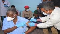 مواطنون يتعرضون لعمليات إبتزاز مالي بعد أخذهم لقاح كورونا في محافظة تعز